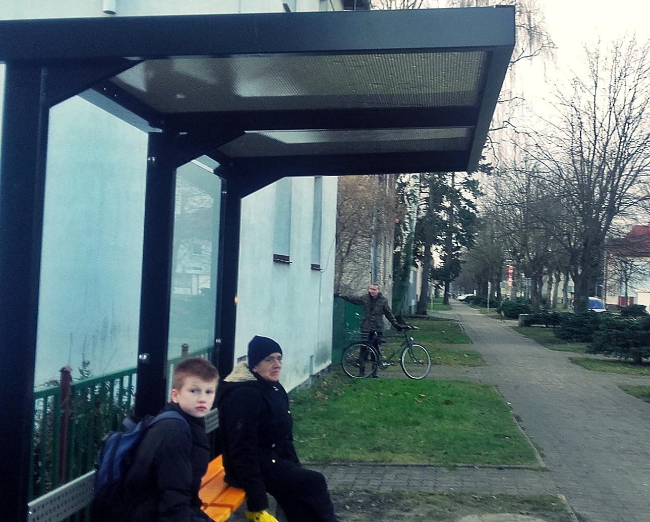 Nowa wiata przystankowa przy ul.Moniuszki