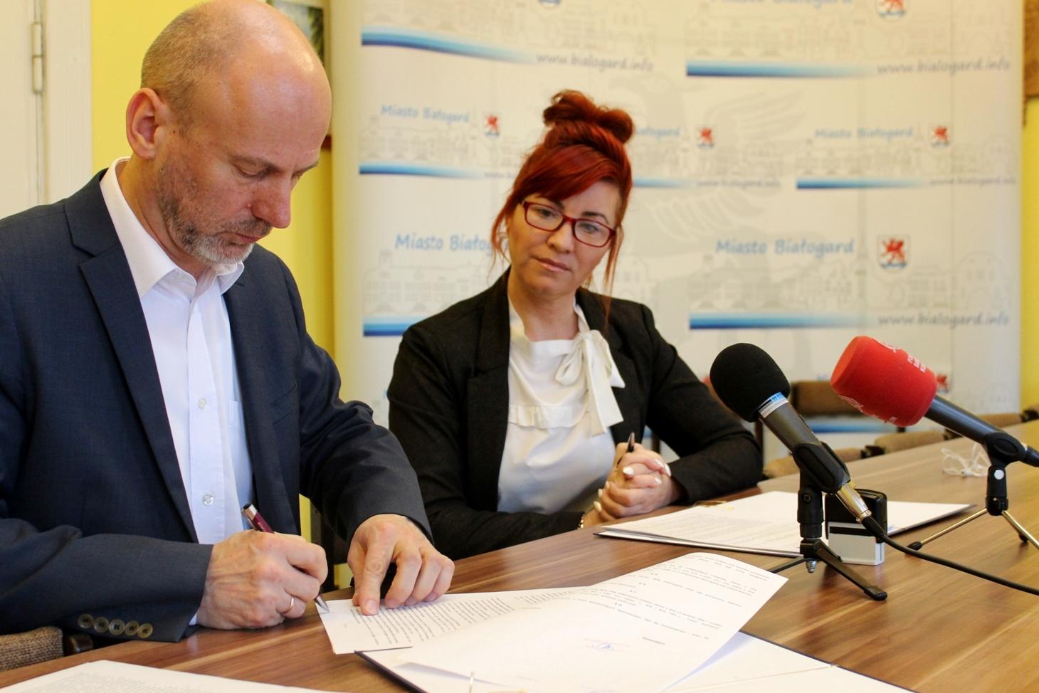 Podpisanie umowy na zmodernizowanie ścieżki poetów i budowę ścieżki rowerowej