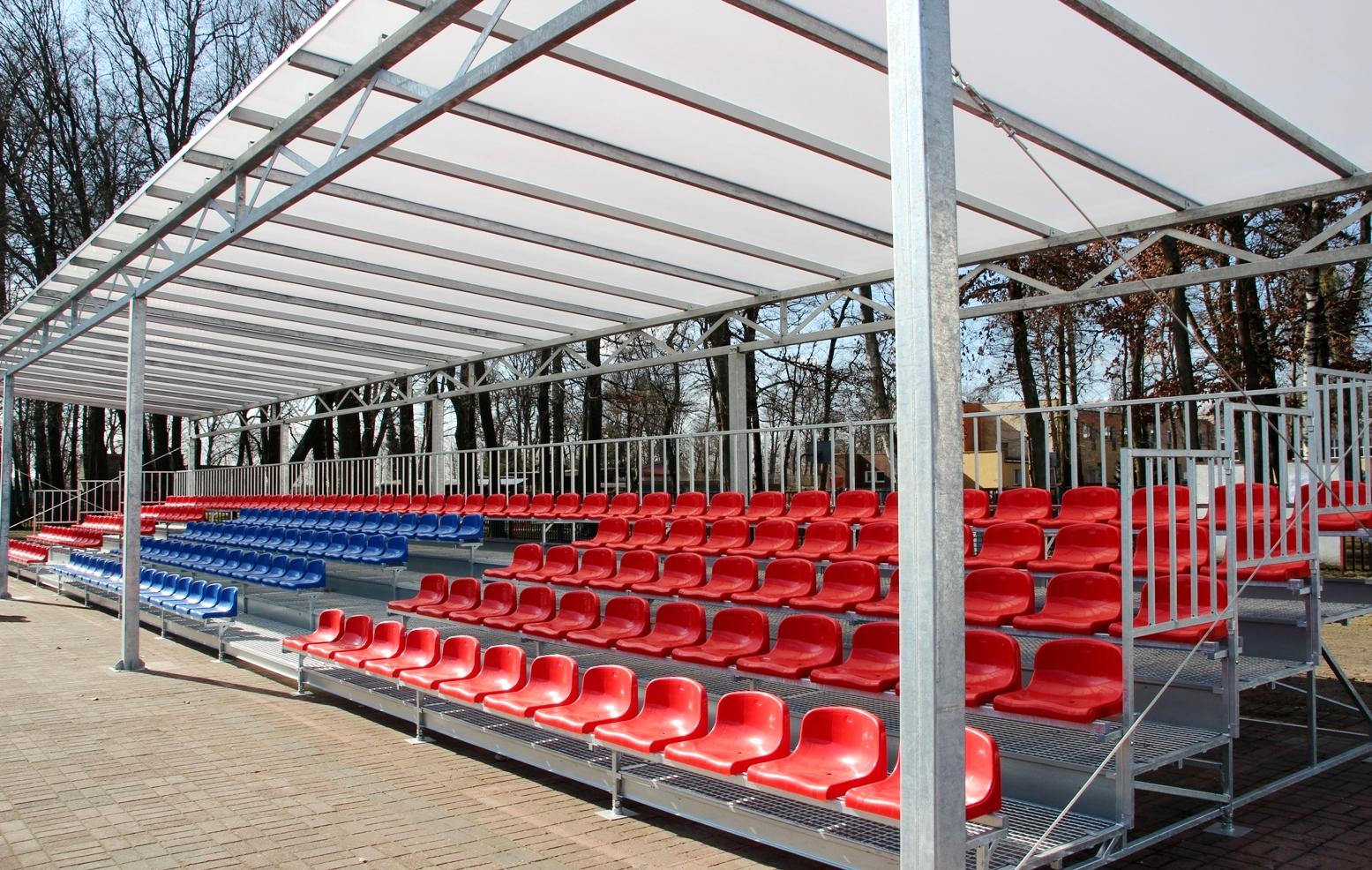 Nowa zadaszona trybuna na Stadionie Miejskim w Białogardzie