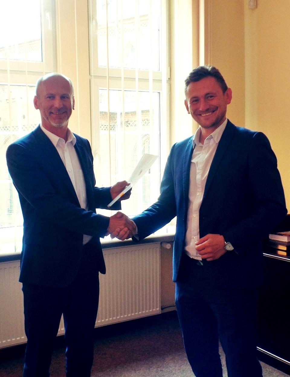 Burmistrz Białogardu podpisał umowę dotacji na rzecz sportu